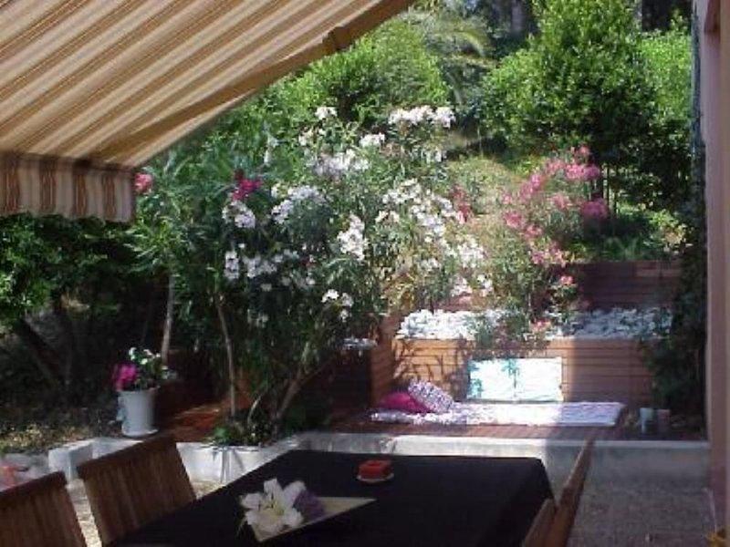 Cagnes sur Mer  - appartement  rez-jardin dans résidence standing avec piscine, casa vacanza a Cagnes-sur-Mer