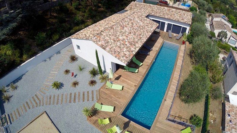 Magnifique Maison contemporaine neuve entre Grasse et Cannes proche des plages, holiday rental in Auribeau-sur-Siagne