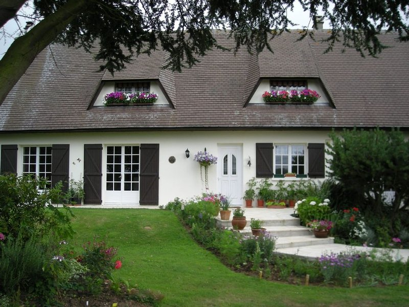Attractive Normandy gite in a rural location, yet easy reach of all amenities., holiday rental in Caudebec-en-Caux