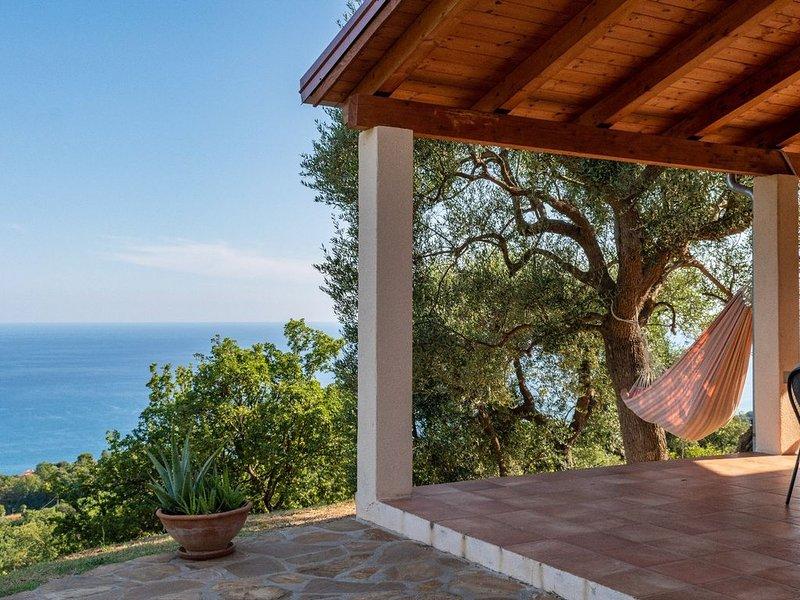 luxe verbouwd huis met uitzicht op zee, paradijselijk locatie, vacation rental in Scario