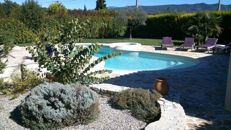 Belle et spacieuse villa  avec piscine 10mn des Gorges du Verdon, vacation rental in Regusse