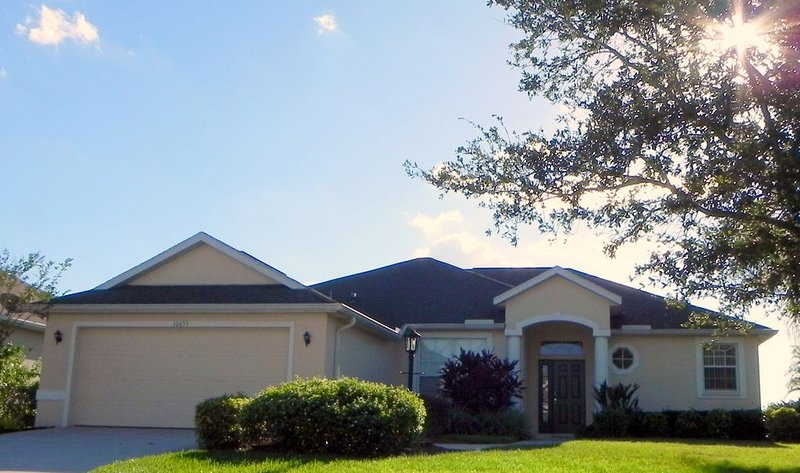 Luxury Villa with unobstructed view, near Florida Gulf Coast, holiday rental in Braden River