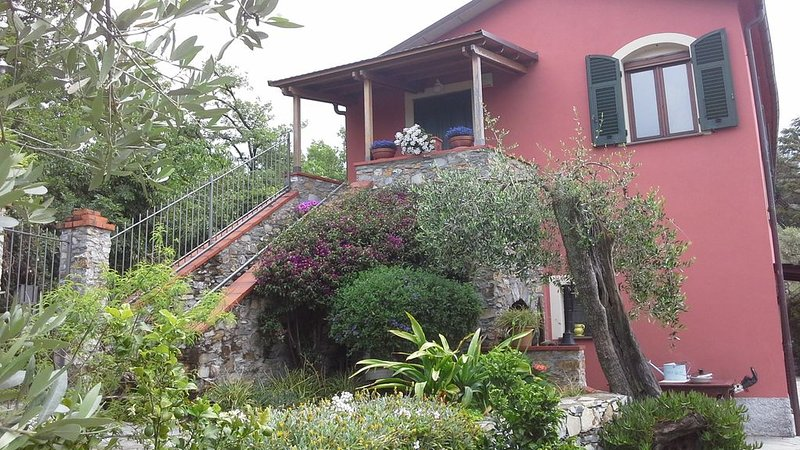 Santa Margherita Ligure, 'Casa dell'Uomo di Pietra', 5 pax - casa autonoma, holiday rental in San Lorenzo della Costa