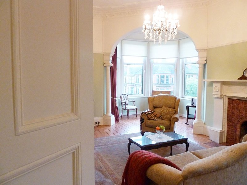 Elegant Victorian Apartment With Amazing Views In Glasgow's West End, vakantiewoning in Glasgow