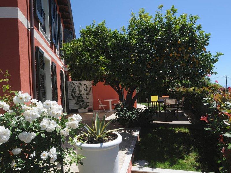 APPARTAMENTO con vista sul golfo tra cielo, terra e mare - PIANO INFERIORE, casa vacanza a La Spezia