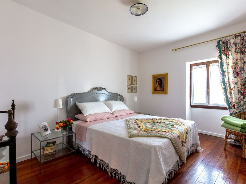 casa singola vista lago 4 persone 10 minuti a piedi dal centro, location de vacances à Gardone Riviera