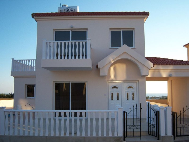 Family friendly villa with private pool near Nissi beach and Ayia Napa sqaure, vacation rental in Ayia Napa