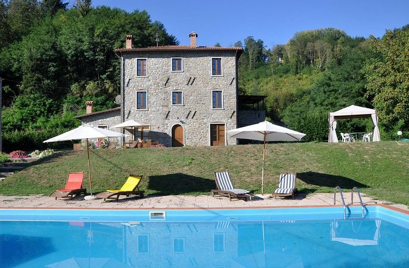 Filicaia - Country house, large private pool. WIFI. Walk to river., holiday rental in Careggine