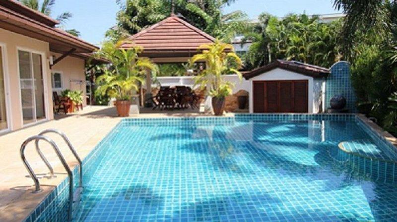 Phuket: villa individuelle  de luxe avec jardin et piscine, holiday rental in Kamala