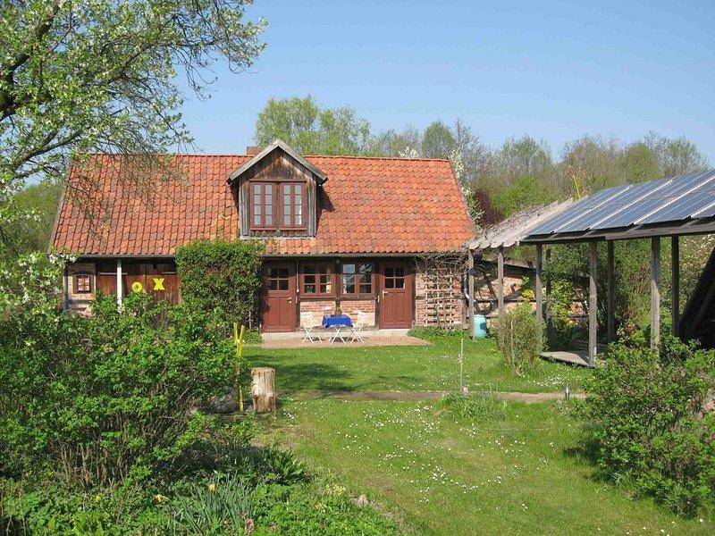 in ruhiger Dorfrandlage auf zauberhaftem Garten- und Waldgrundstück, holiday rental in Winterfeld