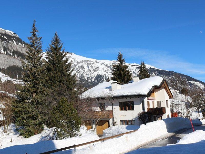 Grosse, frisch renovierte Ferienwohnung in ruhig gelegenem 2-Familienhau, casa vacanza a Flims