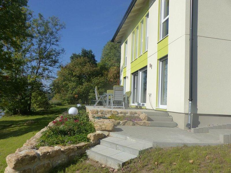 Ferienhaus am Stausee Hohenfelden mit eigenem Steg und Ruderboot & Elektromotor, aluguéis de temporada em Turíngia