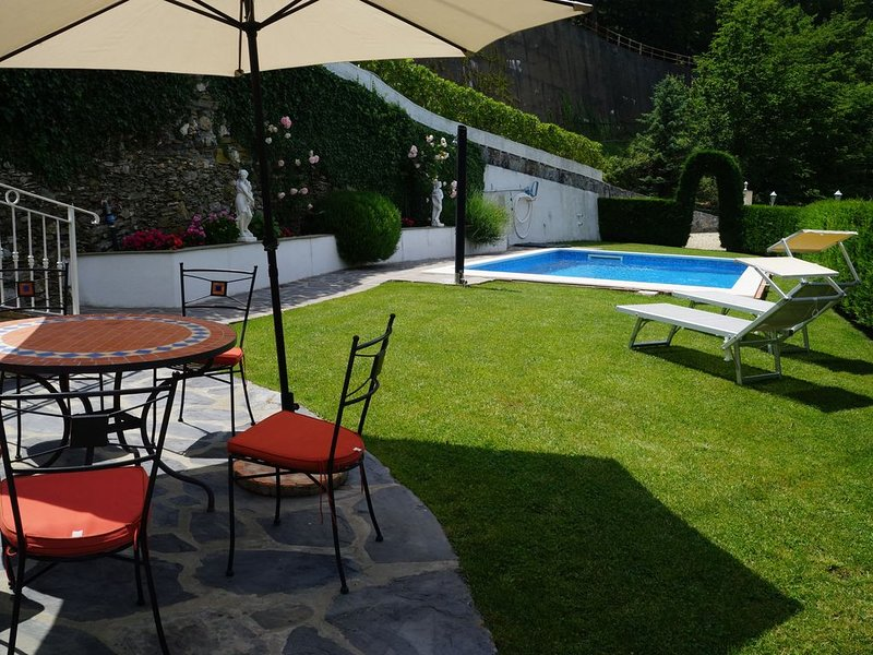 Luxuswohnung in Landhaus-Villa, 310 m², 3 Terrassen, Pool, Wlan, holiday rental in Cantone