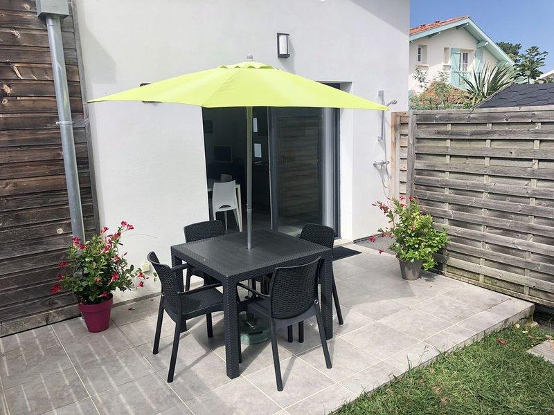 Maison T2 indépendante dans villa Chiberta terrasse/jardin-golfs-plages à pied, location de vacances à Anglet