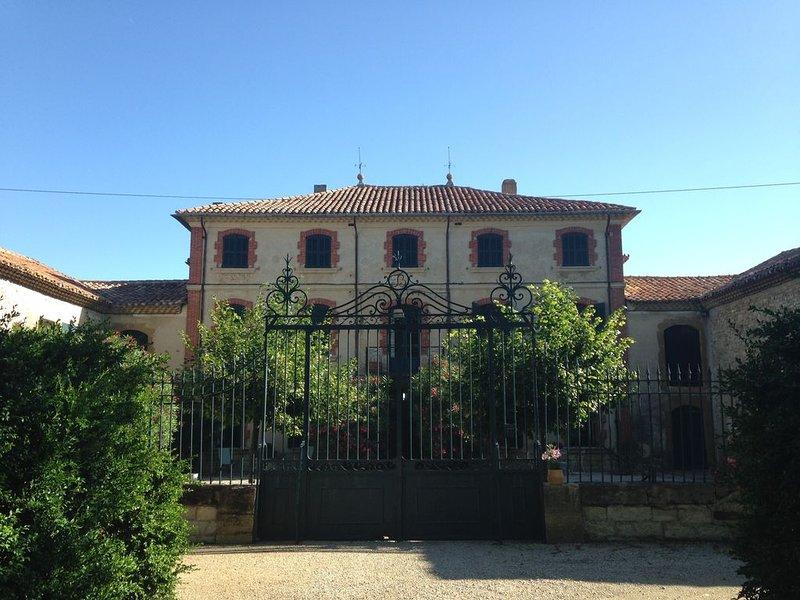 Maison - vaucluse - provence - château avec parc boisé, location de vacances à Seguret