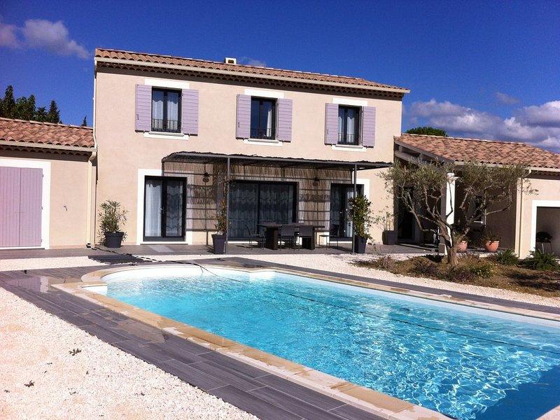 Maison climatisée, piscine privée et vue sur Mont Ventoux -  de 2 à 8 pers, holiday rental in Villedieu