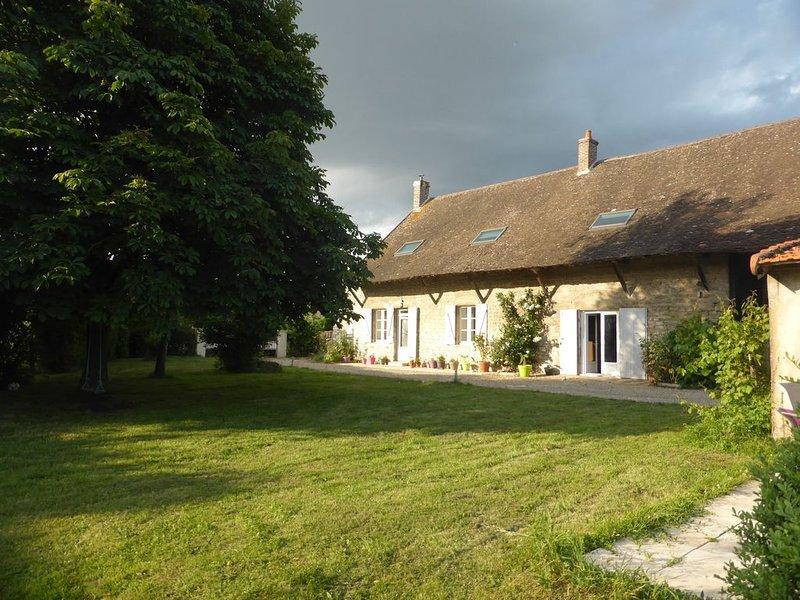 Belle longère, au calme, au coeur de la Bourgogne, proche de la côte Chalonnaise, holiday rental in Saint-Martin-en-Bresse