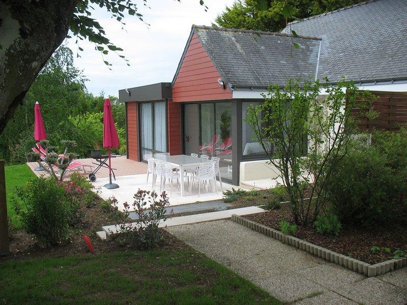 Maison  4*  WIFI Gratuite  piscine 28°; Tennis; Parc arboré 15 000 m²; Parking, vacation rental in Quimperle