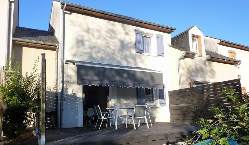 Maison 3 Pièces, duplex, mezz.6 personnes avec 2 chambres ,2 salles de bains,, holiday rental in Sainte-Eulalie-d'Olt