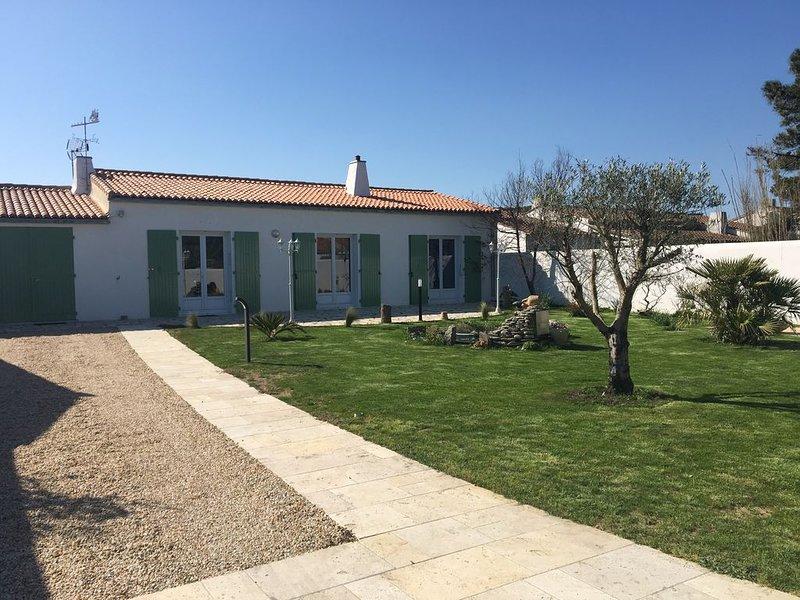 Maison rétaise, pleine de charme à 150 mètres de la mer, holiday rental in Sainte Marie de Re