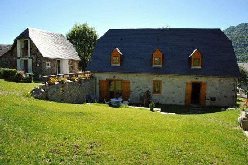Gite dans grange bigourdane au coeur du village d`Aucun, location de vacances à Hautes-Pyrenees
