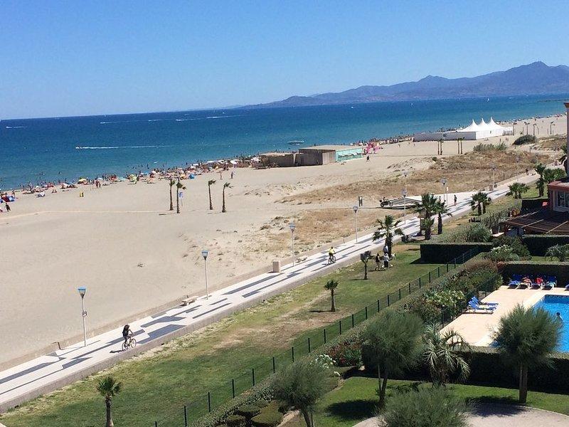 Appartement face MER et PLAGE avec vue sur ETANG et MONTAGNE, holiday rental in Canet-en-Roussillon