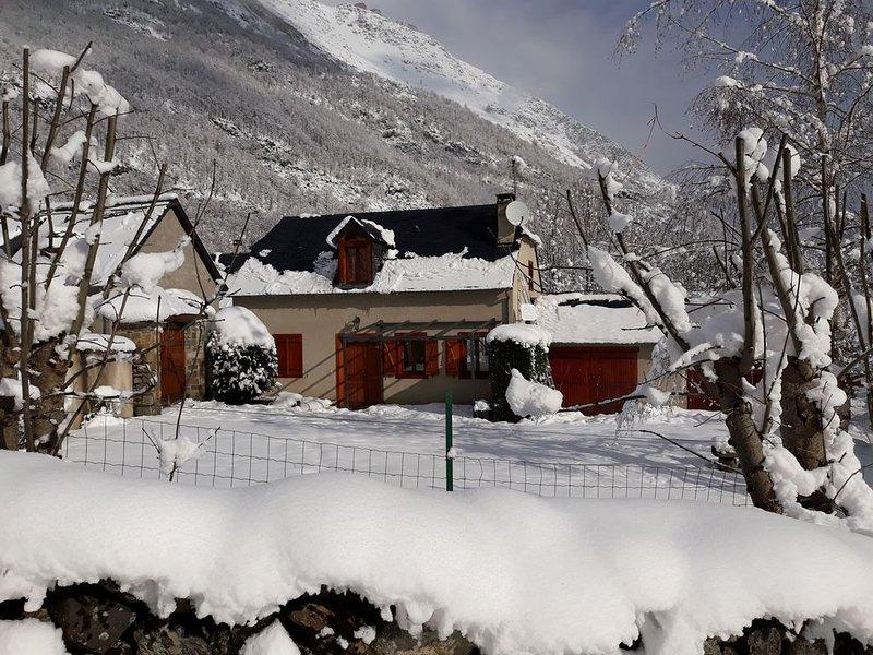 Belle maison avec jardin au cœur des Pyrénées ; ski et randonnées à proximité, casa vacanza a Tramezaigues