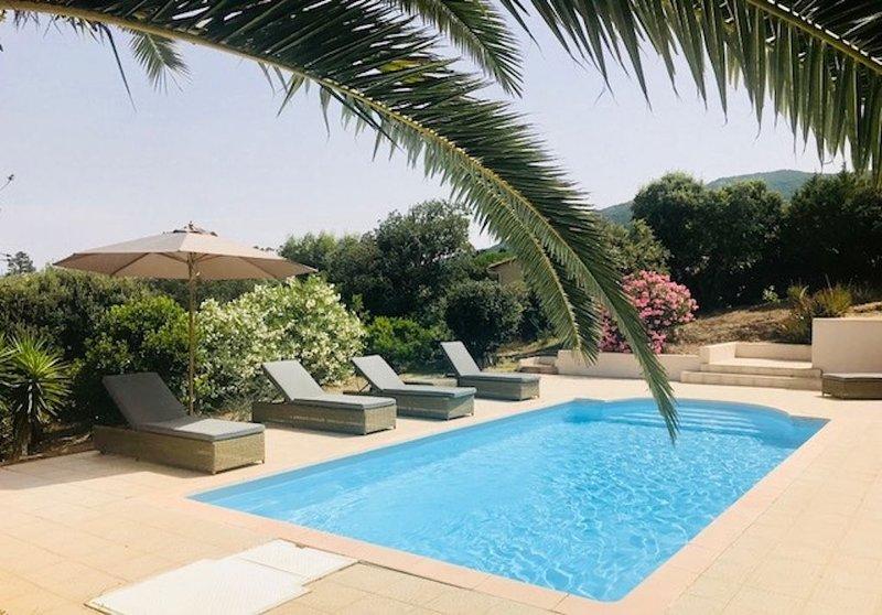 Villa de charme avec piscine à Campomoro et plage à pied, holiday rental in Belvedere-Campomoro