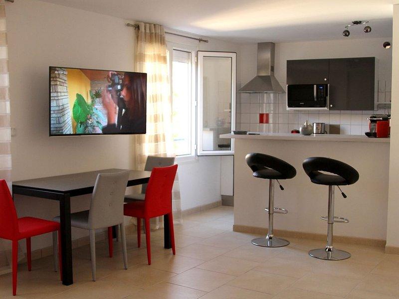 LAVANDOU, , Appart 48 m² climatisé, PLAGE à 40 m, au coeur du village provençal, alquiler vacacional en Le Lavandou