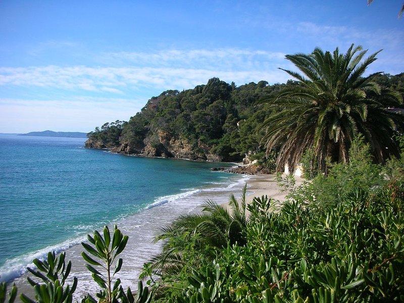 Bel appartement spacieux  (avec climatisation) au calme à 500 m de la mer, casa vacanza a Rayol-Canadel-sur-Mer
