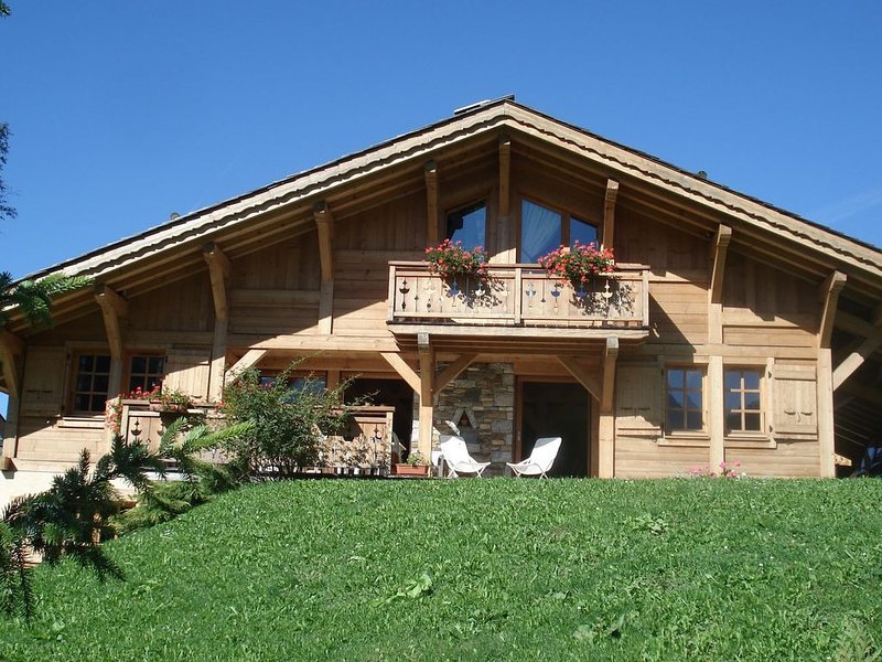 SUPERBE CHALET   Expo Sud , terrasse ,grand jardin ,BBQ ,400 m du village, holiday rental in Les Contamines-Montjoie