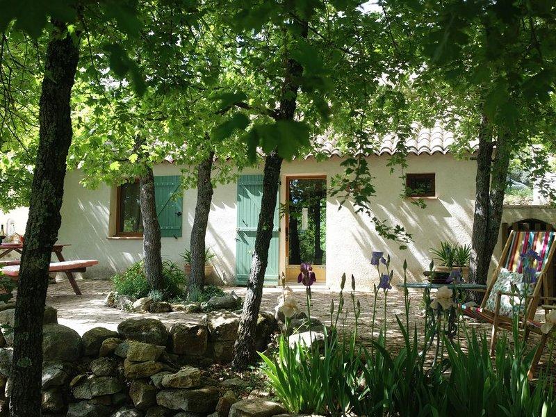 Joli gîte dans le Parc Règional du Luberon, aluguéis de temporada em Oppedette
