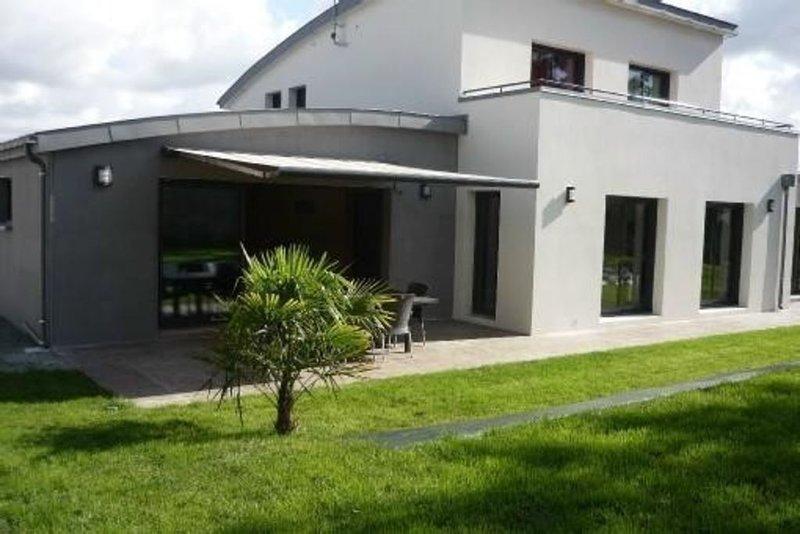 Maison moderne avec piscine interieure chauffee 28°c  pour 10 personnes, location de vacances à Sainte-Marine