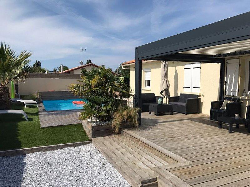 Belle villa + piscine chauffée, hygiène impeccable, tarifs Juillet à la baisse, location de vacances à La Teste-de-Buch