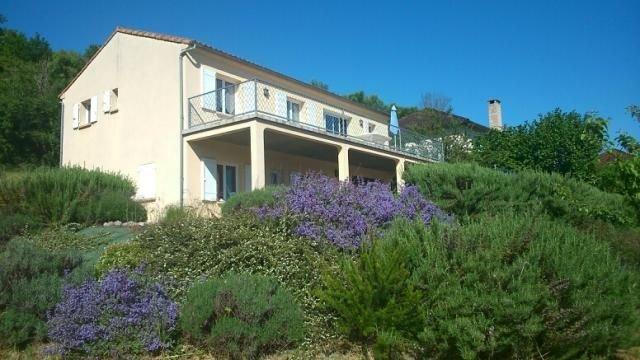 Maison agéable et lumineuse, 3 étoiles dans le Lot pour le plaisir de tous., location de vacances à Lachapelle-Auzac