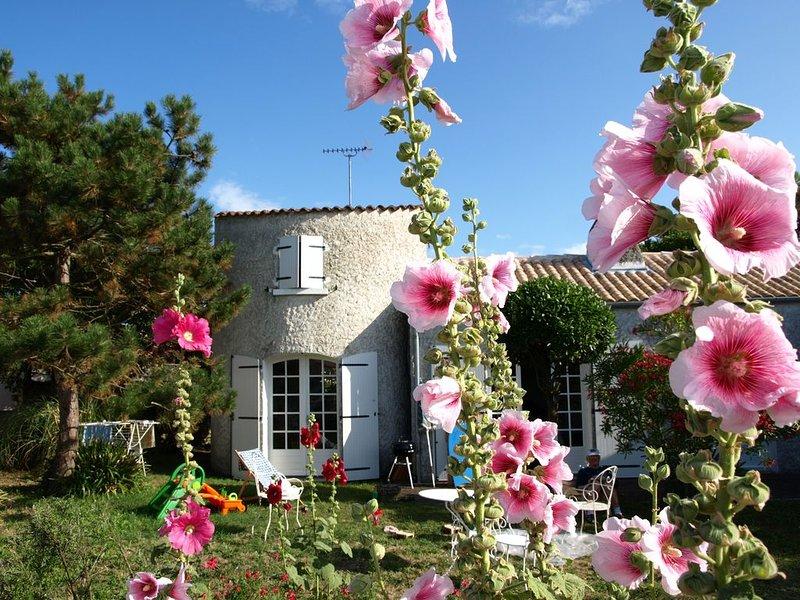 située dans un 'ancien petit village de pêcheurs' près du phare de Chassiron, casa vacanza a Saint-Denis d'Oleron
