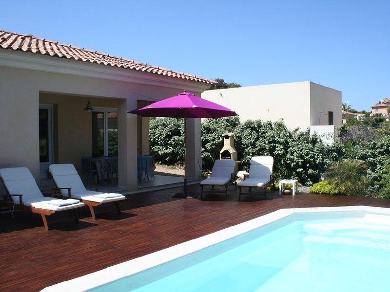 Villa avec piscine, 300m de la mer, sans vis à vis, vakantiewoning in Calvi