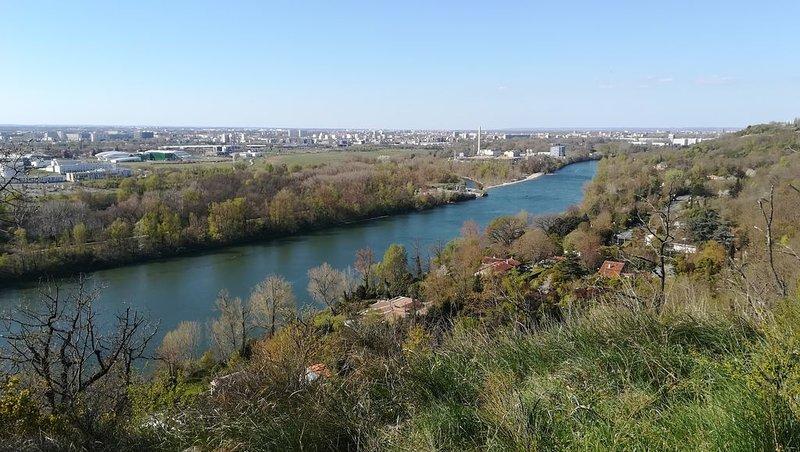 Garonne et Toulouse vue des Coteaux de Pech David