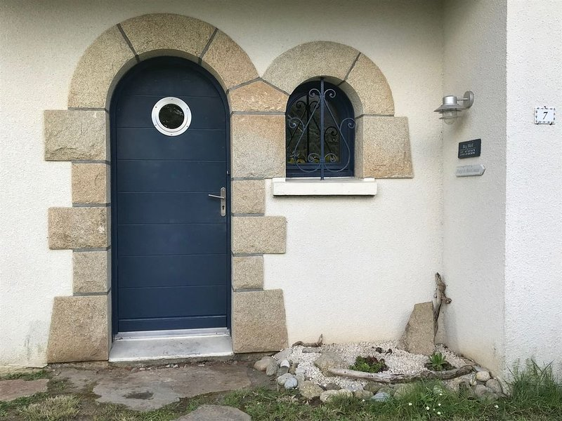 Belle maison rénovée à proximité immédiate des plages ( 600m) – semesterbostad i Fouesnant