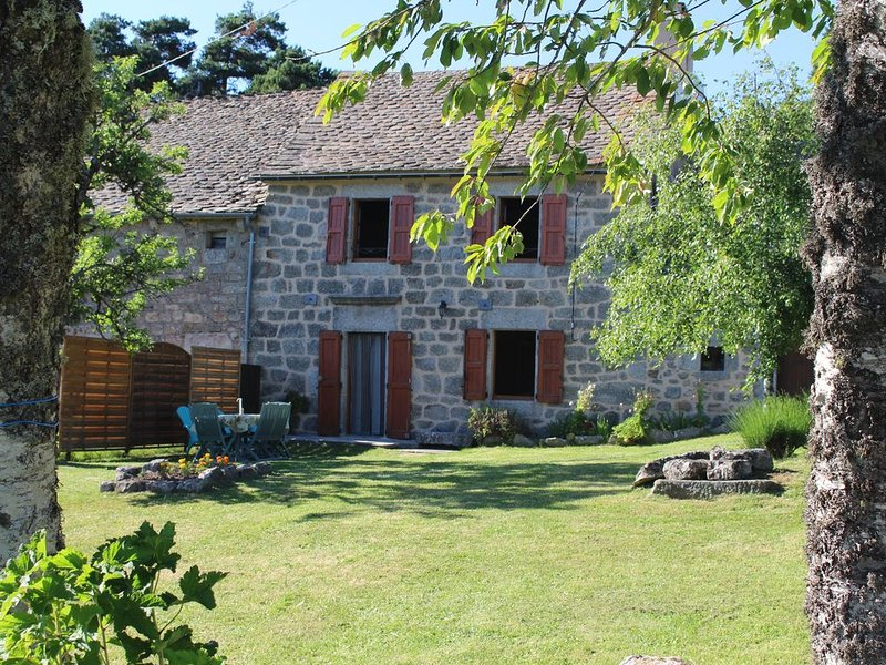 FORMER FARM TYPICAL Lozérienne DONE, IN QUIET COMFORT AND CHARM INSURED, location de vacances à Chirac