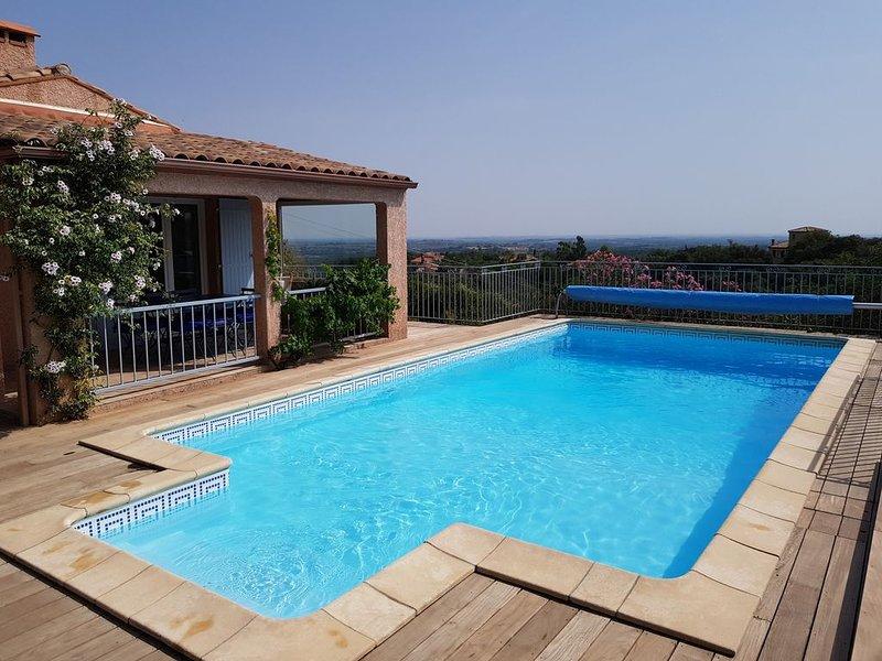 Villa climatisée avec grande piscine, superbe vue panoramique, classée ****, vacation rental in Oms