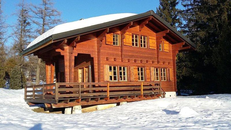 Chalet tout en bois, nature, charme fou, à 1,5 km de Crans Montana., Ferienwohnung in Crans-Montana