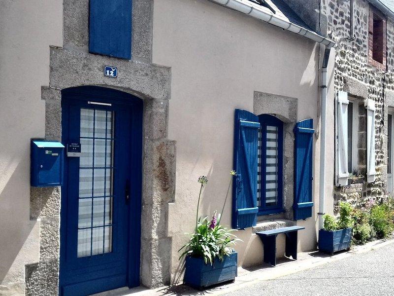 Maison de pêcheur rénovée à 100 mètres du port (** Meublé de Tourisme), holiday rental in Le Vast