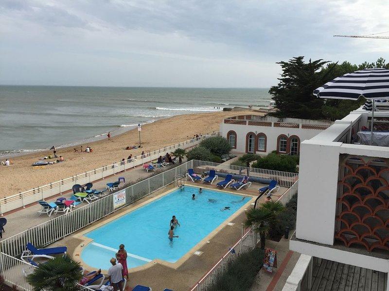 Superbe T3 en duplex face à l'océan dans une résidence avec piscine chauffée, holiday rental in La Tranche sur Mer