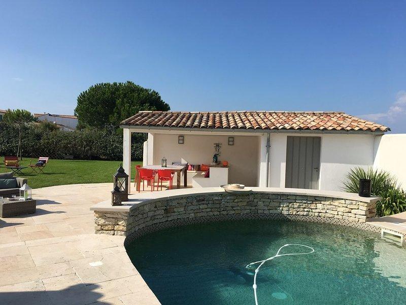 Grande Villa avec Piscine pour 13 personnes (**** Meublé de Tourisme), holiday rental in Ile de Re