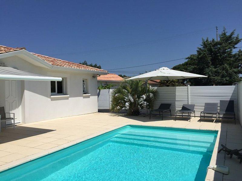 Au bord du bassin d'Arcachon, villa récente avec piscine et jardin, vacation rental in Gujan-Mestras