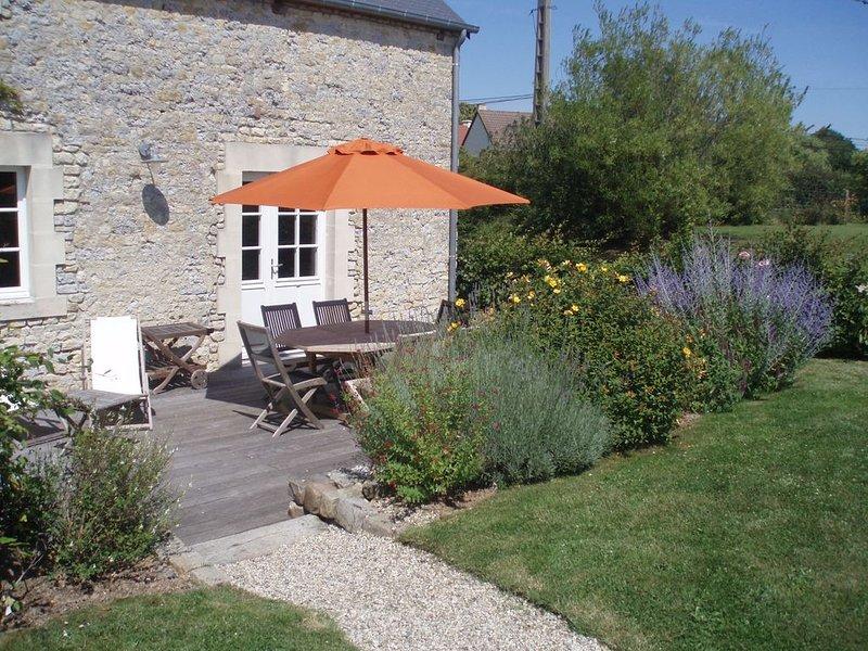 Gîte Maison En Pierres à Crouay, Proche Bayeux, Campagne, Verdure Et Calme., holiday rental in Mandeville-en-Bessin