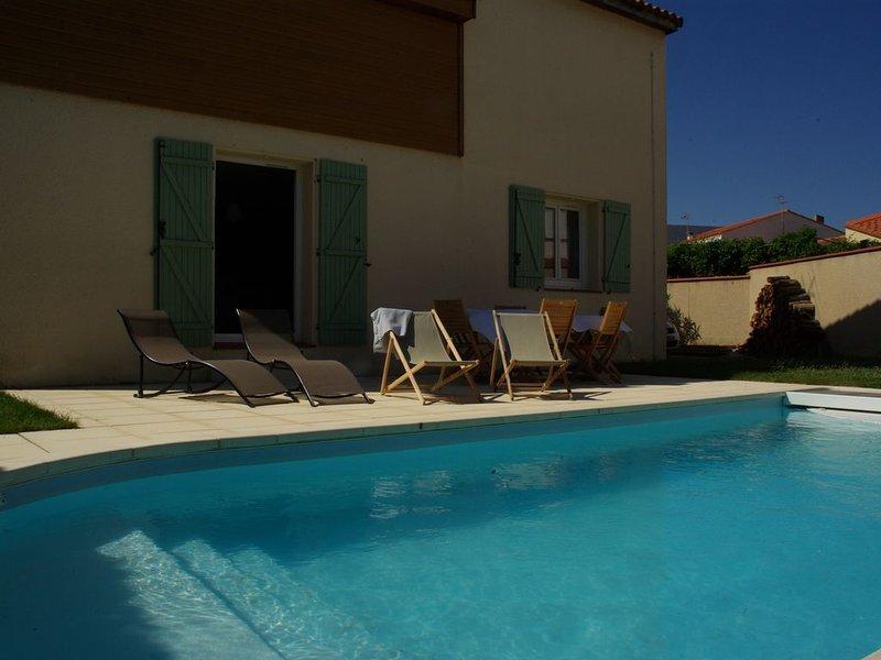 VILLA avec PISCINE , 4 chambres, à 10' des plages, Proche CANET, 1400 Euros/sem, location de vacances à Perpignan