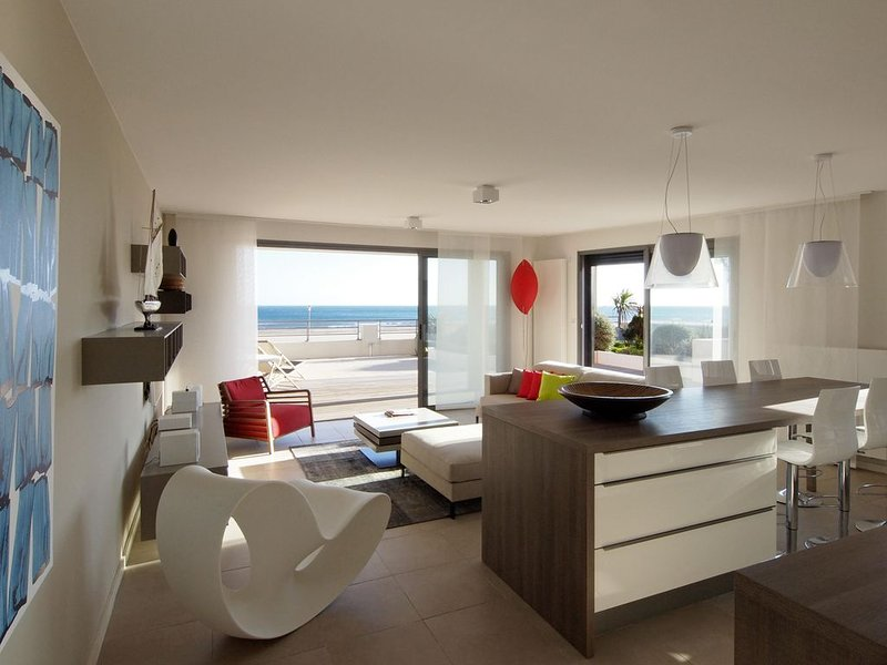 Appartement T4 de grand standing avec terrasse vue imprenable sur mer, holiday rental in Aude
