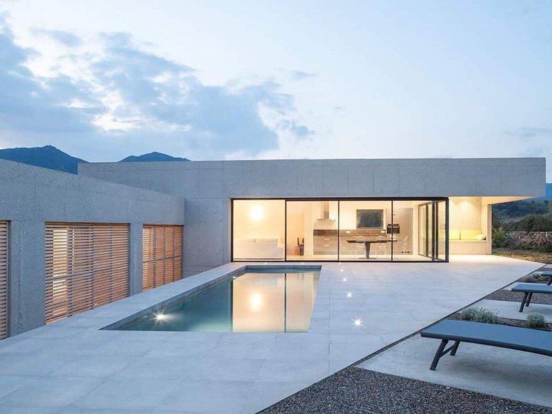 Maison architecte standing piscine chauffée, alquiler vacacional en Biguglia